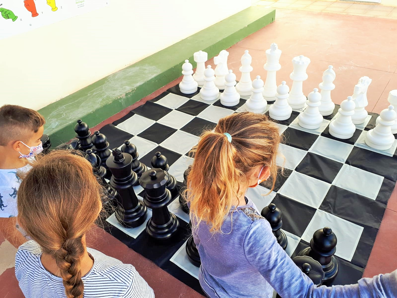El Ayuntamiento de Antigua impulsa el ajedrez en los centros de estudio