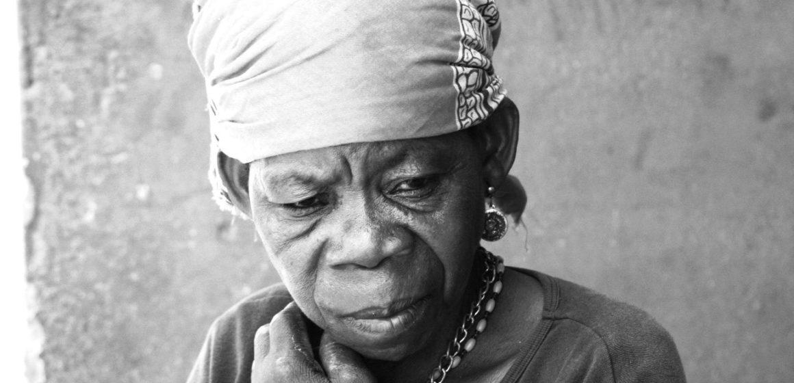 Se inaugura en Artenara la muestra colectiva que aúna fotografía y poesía, 'La piel tiene sus razones'