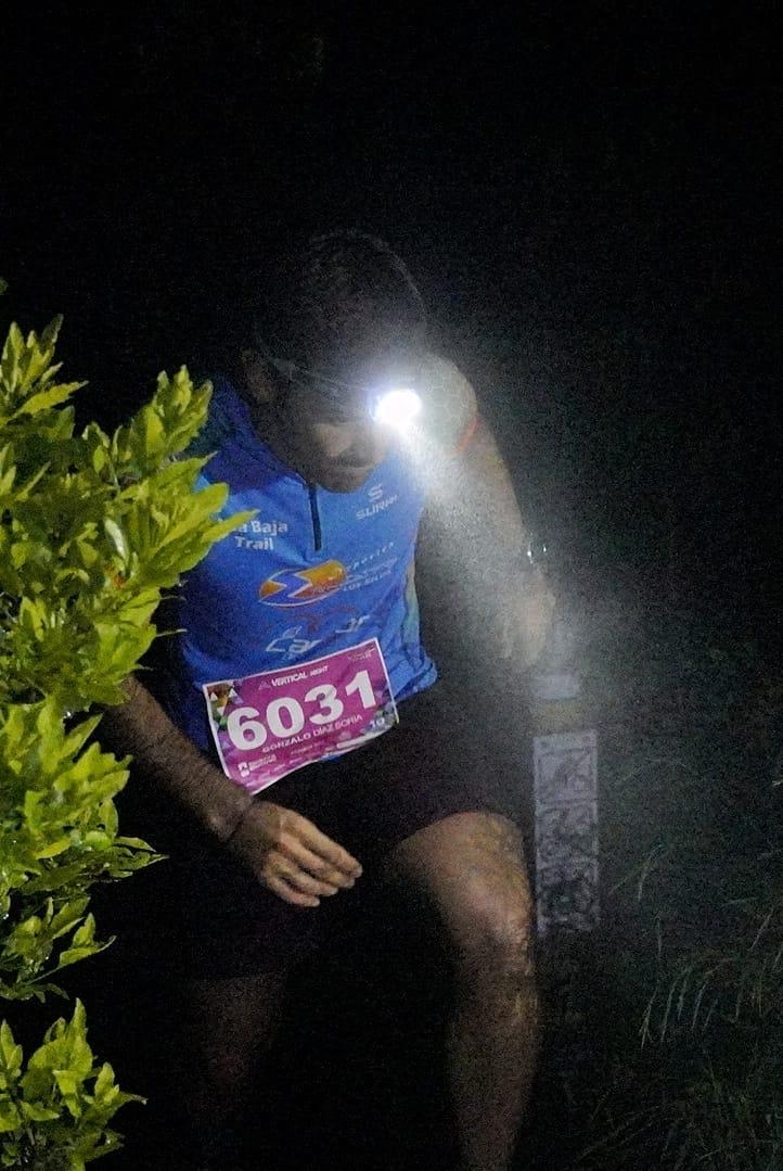 Eduard Hernández y Patricia Domínguez ganan la carrera vertical nocturna de la Tenerife Bluetrail