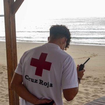 Cruz Roja estará presente este verano en 44 playas de Canarias